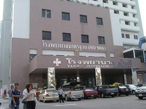 Hospital Entrance - Yanhee Hospital - 然禧医院
